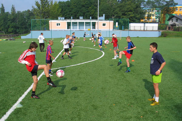 trening drużyny na boisku