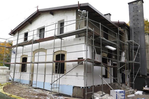 budynek w trakcie remontu
