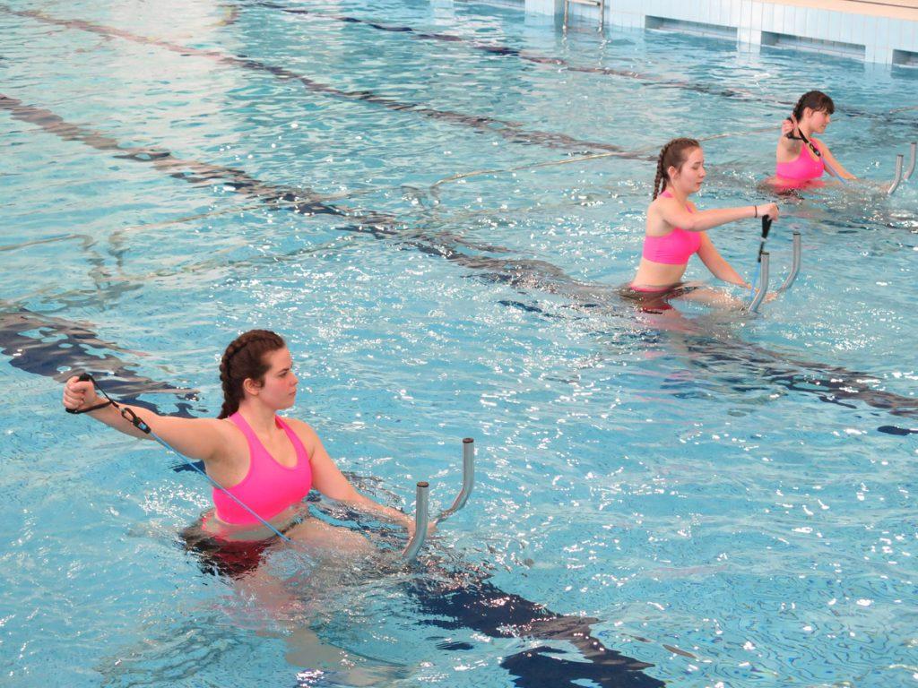 Zajęcia aqua fitness w wyremontowanym basenie.