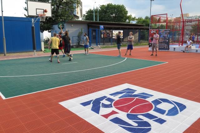 Koszykarze na boisku