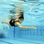 pływaczka w basenie